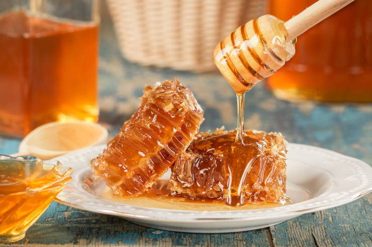 Low-Carb Honey Substitutes: The 4 Best Sweet, Keto-Safe